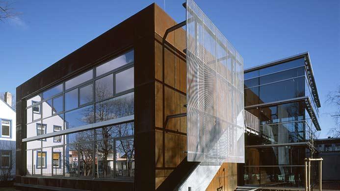 architekt zeichenakademie hanau cortenstahl fassade lucas architekten